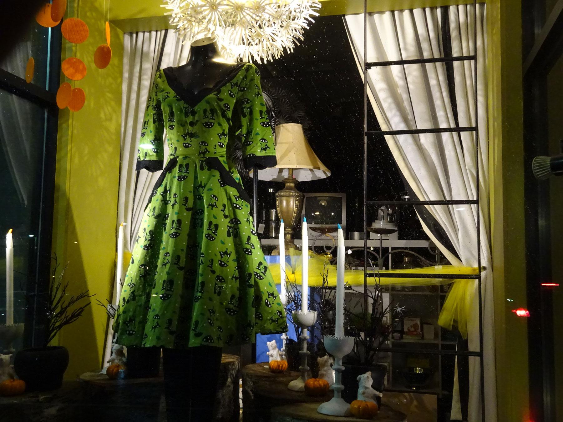 DSC00878-green-dress-1800x1350